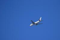 青空と飛行機 - 平凡な日々の中で