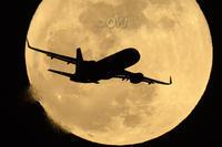 月とスターフライヤー - おやじくん乗り物写真