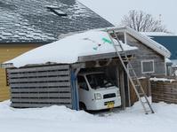 車庫の雪下ろし。 - あいやばばライフ