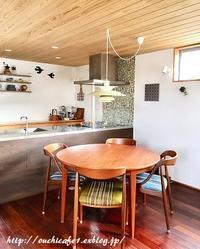【LIMIA】丸いダイニングテーブルの使い勝手は?購入時の注意点とメリット・デメリット - 10年後も好きな家
