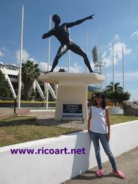 ウセイン・ボルトの銅像 - ジャマイカブログ Ricoのスケッチ・ダイアリ