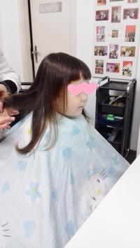 娘が美容院で散髪デビュー☆ - ドイツより、素敵なものに囲まれて②