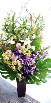お通夜にアレンジメント。南30条の斎場にお届け。2018/01/03。 - 札幌 花屋 meLL flowers