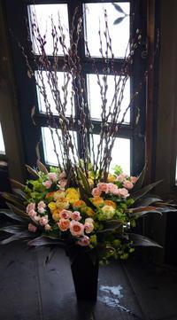 南20西14にリニューアルオープンの中古車販売ショールームにアレンジメント。2018/01/05。 - 札幌 花屋 meLL flowers