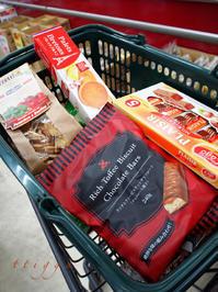 業スーで輸入菓子を。 - Photo*Today & Then