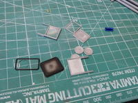 アオシマのDD51窓ガラス作業 - Sirokamo-Industry