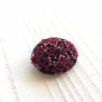 赤い糸のブローチビーズたんまり版とお誕生日ケーキと。 - 『 紙とえんぴつ。』 kamacosan. 糸とビーズのアクセサリー