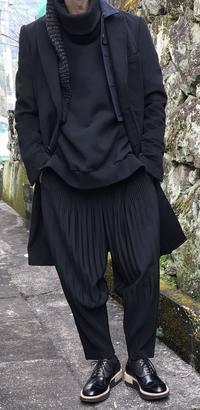 黒づくめの男 - メンズファッション塾-ネクステージ-