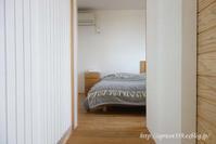 冬の寝室と、毛布と布団の重ね方 - シンプルで心地いい暮らし