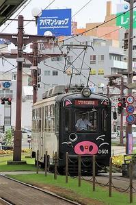 藤田八束の路面電車@鹿児島の路面電車、線路には美しい芝生が涼しさを提供可愛い電車が鹿児島の街を走ります - 藤田八束の日記