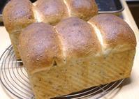 訳あり黒と金のごま山食 - ~あこパン日記~さあパンを焼きましょう