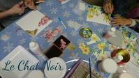 ソスペーゾトラスパレントレッスン始まりました。 - 猫が見学に…。東京大田区駅前のデコパージュ、ソスペーゾトラスパレンテ(3D)中心のクラフト教室Le Chat Noir(ル シャノワール)
