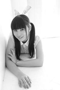 片瀬美月ちゃん46 - モノクロポートレート写真館