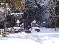 雪に埋もれた飯盛山 - 漆器もある生活