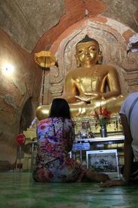 ミャンマーの巻⑲ ☆仏様の手 - 夢・ファンダンゴ