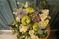 49日のお供え花 - 北赤羽花屋ソレイユの日々の花