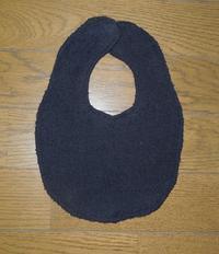 348.黒タオルのスタイ - フリルの子供服