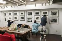 モノクローム展の展示作業、順調に仕上がりました。 - 写真家 永嶋勝美の「散歩の途中で . . . !」