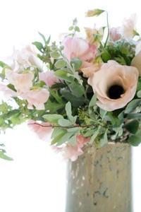 春の乙女…なブーケ、めぐみちゃんがかわいい♪ - お花に囲まれて