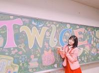 """TWICE モモ、キュートな制服姿が話題…""""日本でCM撮影"""" - Niconico Paradise!"""