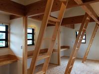裾野市佐野丈夫な無垢の梁と珪藻土など自然素材で建てる太陽熱で床暖房するソーラーシステムの家 - 家造りブログ