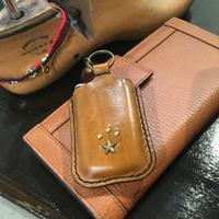 LEATHER KEY CASE / BROWN - 'One World   /God bless you