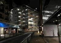 夜の駐車場 - 設計通信2 / 気になるカメラ、気まぐれカメラ