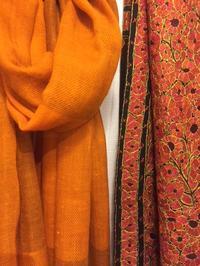 始まっています。「Kocari selection インドの手仕事染めと織りと刺繍」 - アゲルはクラフトの畑