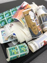 大量の切手も一枚一枚査定します! - 買取専門店 和 店舗ブログ
