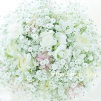 クラッチブーケ ホテルミラコスタ様へ かすみ草の中の小花たち - 一会 ウエディングの花