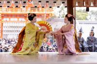 祇園さんの節分祭・舞踊奉納と豆まき(先斗町市結さん、光はなさん) - 花景色-K.W.C. PhotoBlog