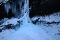 滝下のサフャイアブルー矢納滝 - 峰さんの山あるき