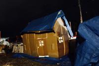 ダンボールキャンプ〔1日目〕雨にも打ち勝って、自分たちのダンボールハウスでおやすみなさーい。 - ねこんちゅ通信(ネコのわくわく自然教室)