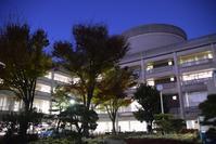 宝塚市庁舎 - ブルーアワーの街の情景