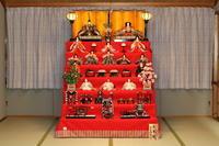 ロビーの一角に今年もひな人形を飾りました。 - 吉野山 吉野荘湯川屋 あたたかみのある宿 館主が語る