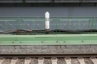 新橋駅 京浜東北線(品川駅方面)2kmポスト - Fire and forget