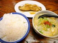 京都市 組み合わせ定食でまた豚汁 村上食堂 - 転勤日記