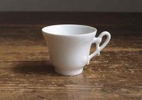 ハンドルの繊細なカップ    /F046 - Glicinia 古道具店
