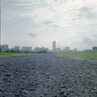 鶴見川から見た新横浜 - 僕は猫のしっぽを踏まない