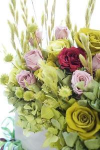 お見舞いのプリザアレンジ&ヴァレンタインチョコ - お花に囲まれて