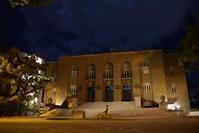 別府市公会堂 - ブルーアワーの街の情景