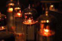 アナログの真空管の光は温かい - スポック艦長のPhoto Diary