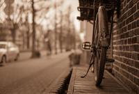 走り去る自転車をやっかむロートル自転車 - Film&Gasoline