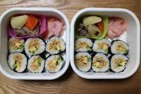 鶏そぼろの巻き寿司とカレー・カレー♪♪ - オヤコベントウ