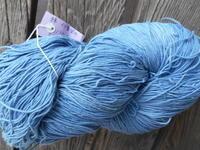 麻の葉さんのインド藍糸(また・・・糸が・・)・角か骨のボタン - 藍ちくちく日記