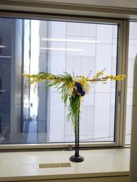 定期的にお取替えしている「歯科 おいしい幸せ」さんのアーティフィシャルフラワーディスプレイ。2018/02/15。 - 札幌 花屋 meLL flowers
