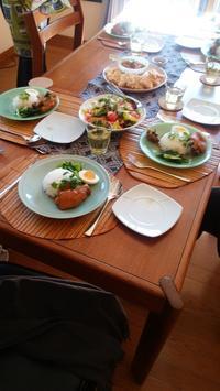 お肉のサラダとシーフードのサラダのドレッシングの明らかな違いについて - 日本でタイメシ ときどき ***