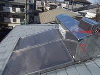 屋根上の太陽熱温水器から水漏れ - 快適!! 奥沢リフォームなび