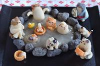猫の日に、猫いっぱいの露天風呂練り切り(前編)  Homemade Cats Nerikiri on Open-air Hot Spring for Japanese Cat Day - お茶の時間にしましょうか-キャロ&ローラのちいさなまいにち- Caroline & Laura's tea break