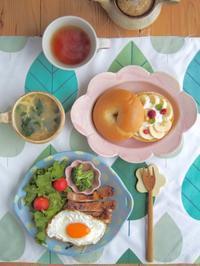 カスタードバナナベーグルの朝ごはん - 陶器通販・益子焼 雑貨手作り陶器のサイトショップ 木のねのブログ